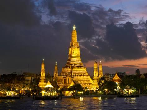 buddhist temple lit up at dawn wat arun chao phraya river bangkok thailand a G 9415250 4990619 1